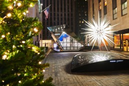 Daniel Libeskind designed a pop-up store for Swarovski at Rockefeller Center alongside the Christmas Tree topped with his iconic star design